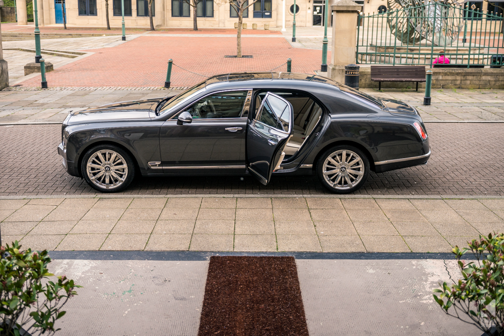bentley-mulsanne-awaiting