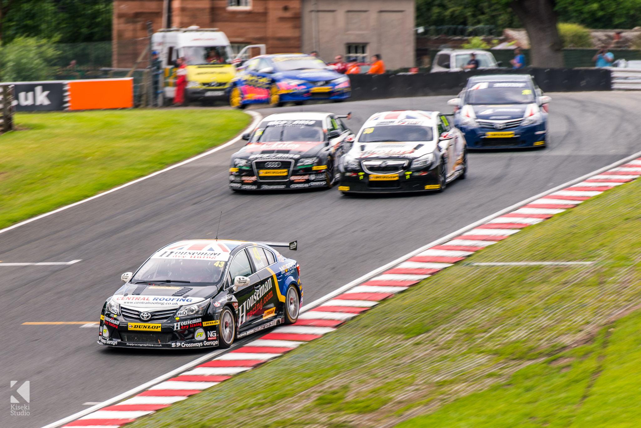 BTCC close racing at Oulton Park