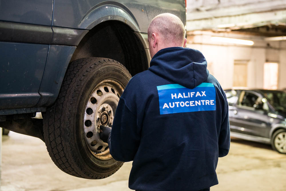 halifax-autocentre-removing-wheel