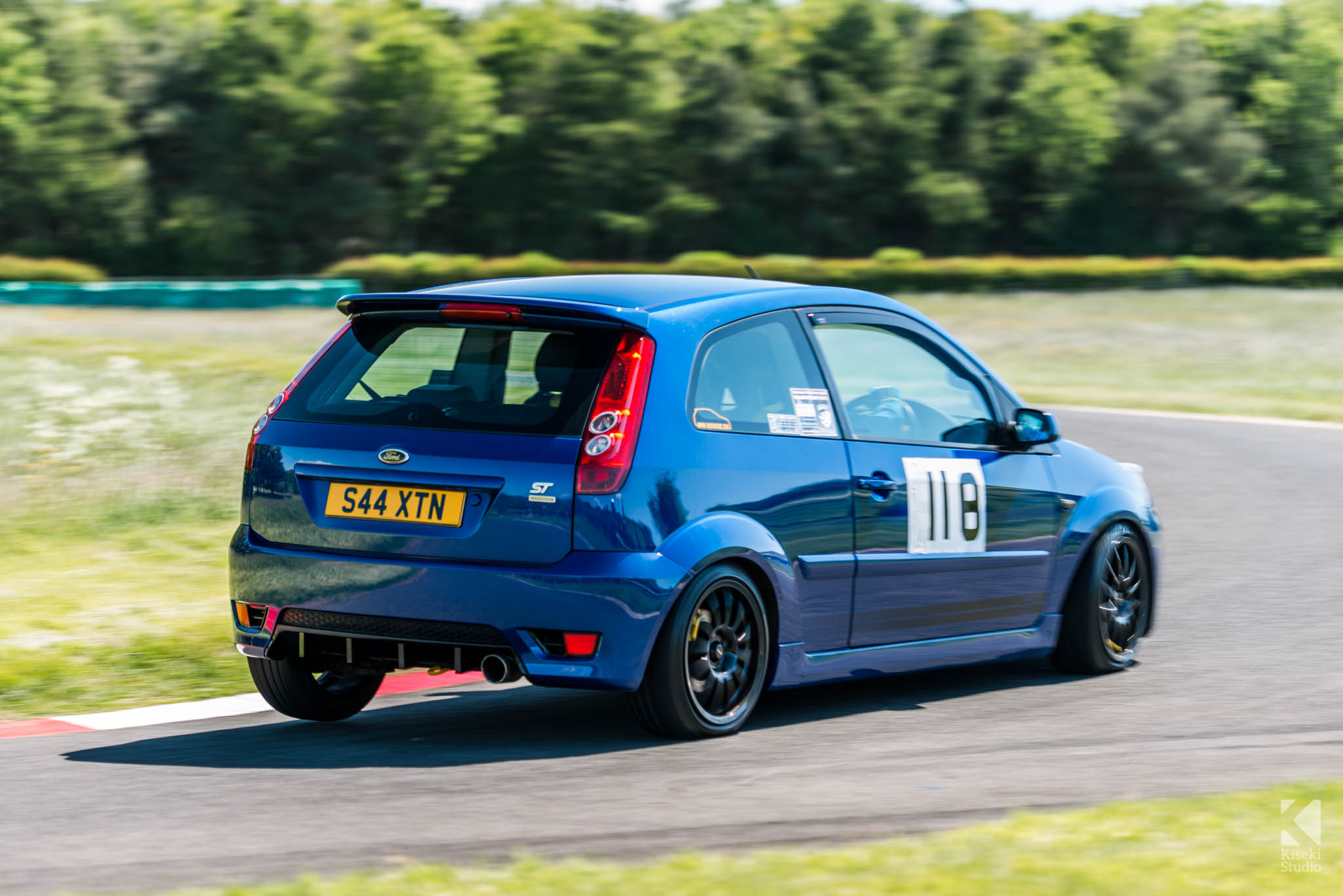 Ford Fiesta ST cornering hard