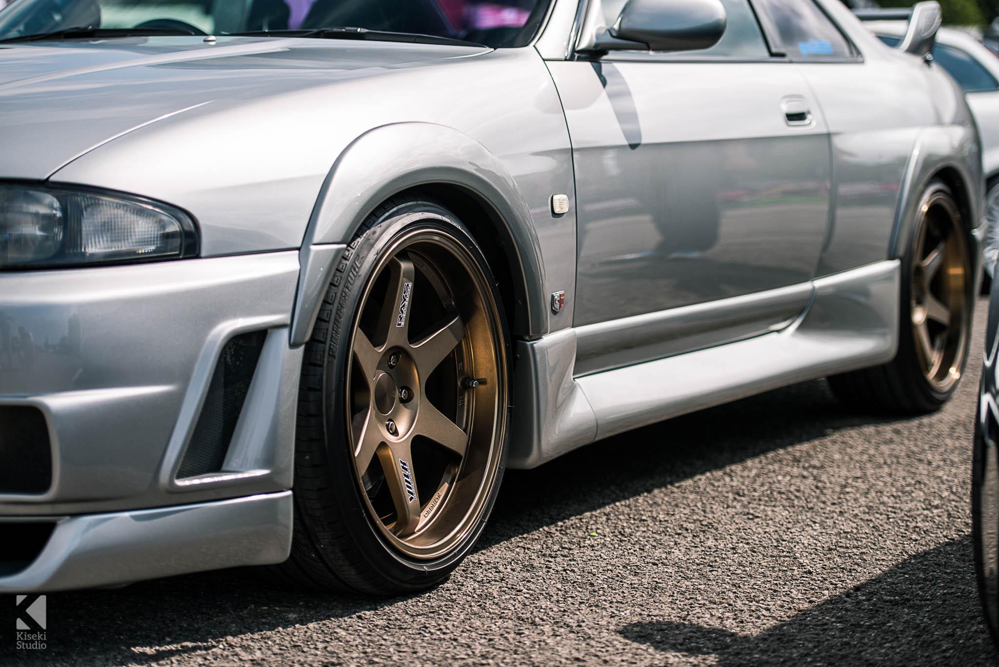 Nissan Skyline GTR R33 Rays TE37 Bronze